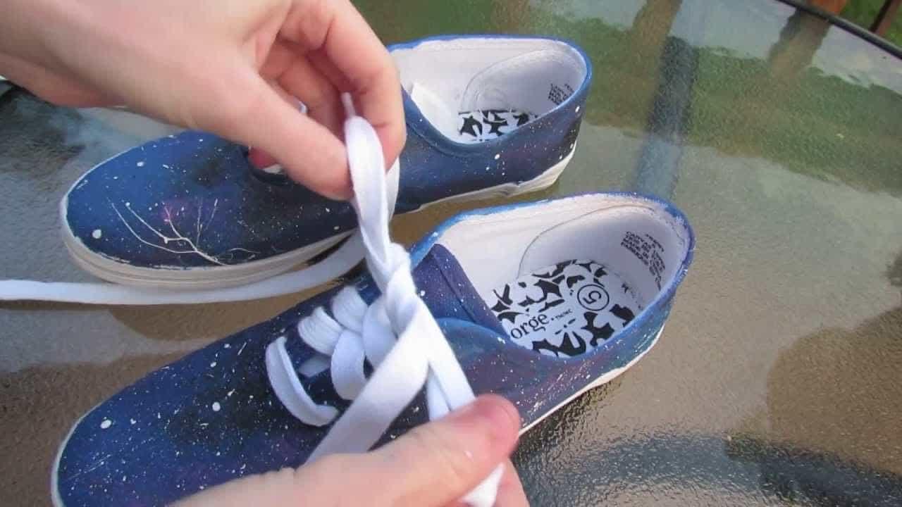 Cách làm mới giày cũ đơn giản, độc đáo nhất