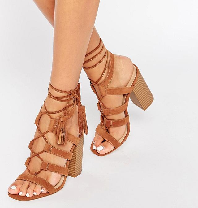 Mẹo chọn giày cho cô nàng chân ngắn trông cao hơn Giay-sandal11